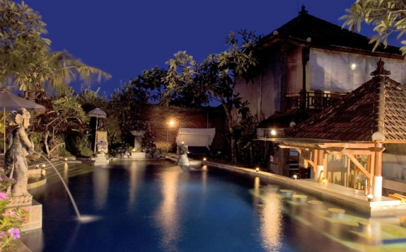 Swimming pool di Putu Bali Villa And Spa