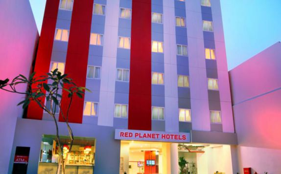 Building di Red Planet Hotel Pasar Baru