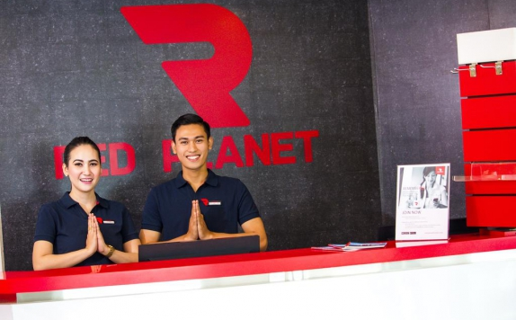 Receptionist di Red Planet Makassar