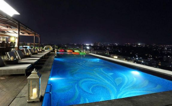 swimming pool di Regata Hotel Bandung