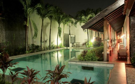swimming pool di Rumah Palagan Guest Hotel