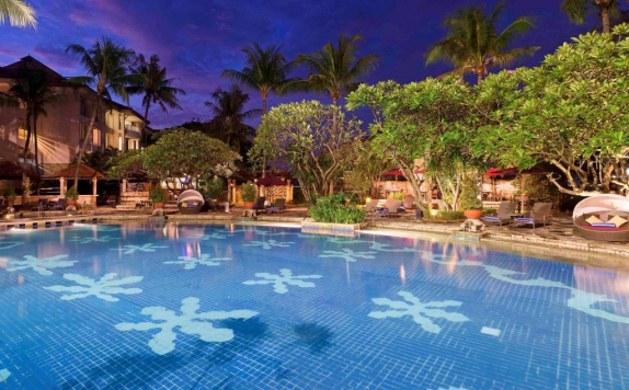 Swimming Pool di Sheraton Bandara Hotel