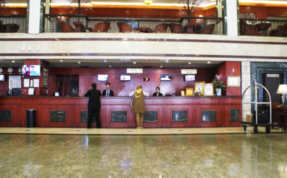Receptionist di Soechi International Hotel