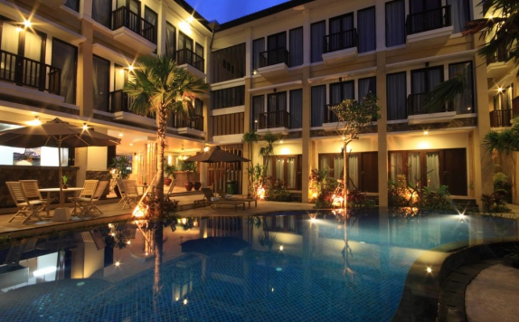 Swimming Pool di Suris Boutique Hotel