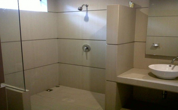 Bathroom di Surya Boutique Hotel