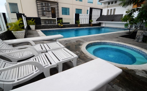 Swimming pool di Take's Mansion Apartments