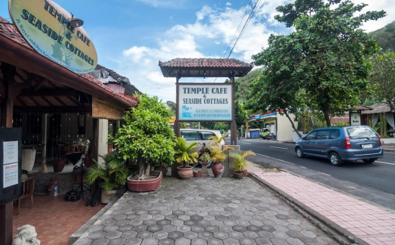 Tampilan Eksterior Hotel di Temple Cafe and Seaside Cottages