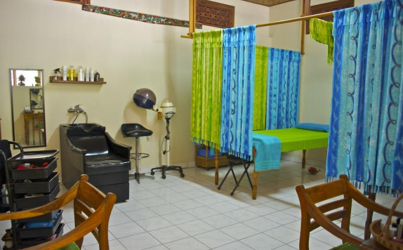 Tampilan Spa Hotel di Temple Cafe and Seaside Cottages