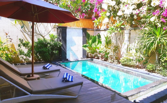 Swimming Pool di The Beach House Resort Lombok