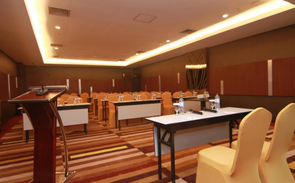 Ballroom di The Falatehan Hotel