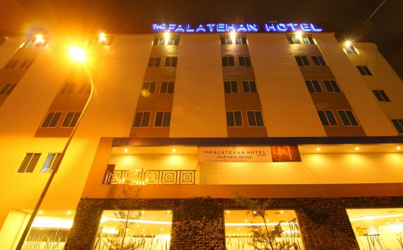 Tampilan Luar di The Falatehan Hotel