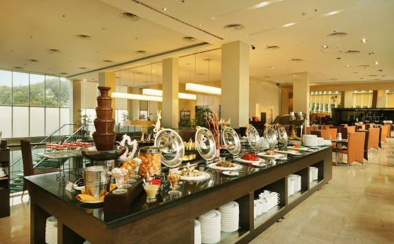 Food and Beverages di The Luxton Bandung