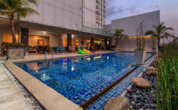 Swimming Pool di The Square Hotel