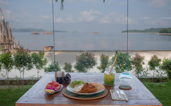 Beach View di The Suites Lombok
