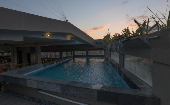 Swimming Pool di The Sunset Point Hotel