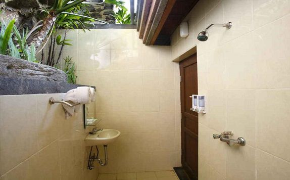 Bathroom di The Volcania Guest house
