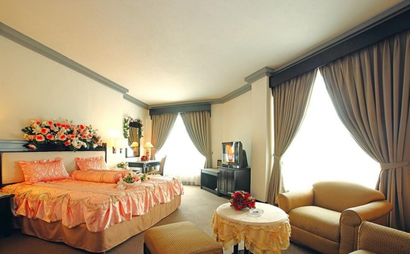 Guest Room di Travellers Hotel Jakarta