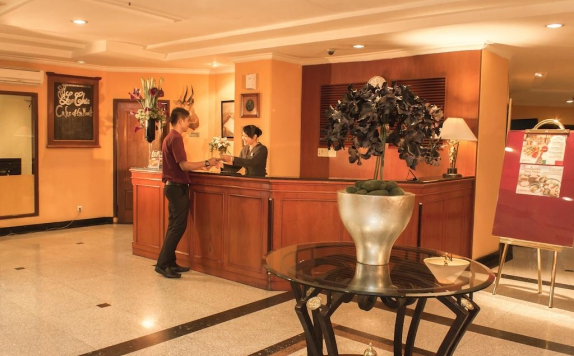 Receptionist di Travellers Suites