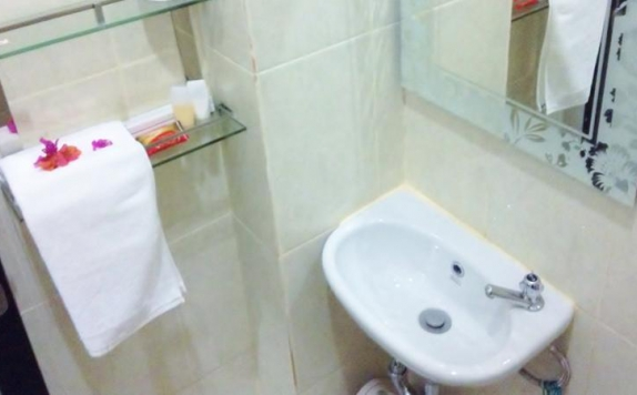 Bathroom di Tuban Torres Accommodation