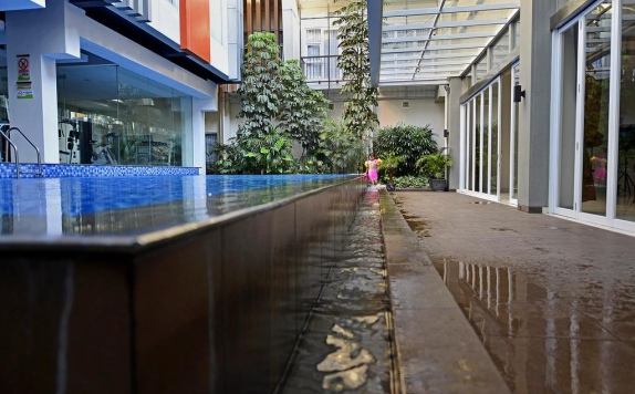 Swimming Pool di V Hotel and Residence