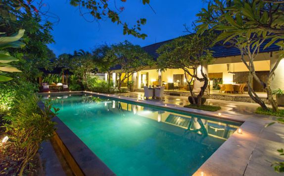 swiming pool di Villa Roku by Nagisa Bali