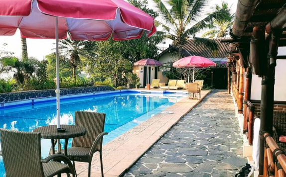 Swimming pool di Villa Sumbing Indah