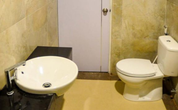bathroom di Zenith Hotel