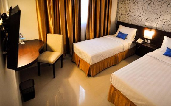 guest room twin bed di Zenith Hotel