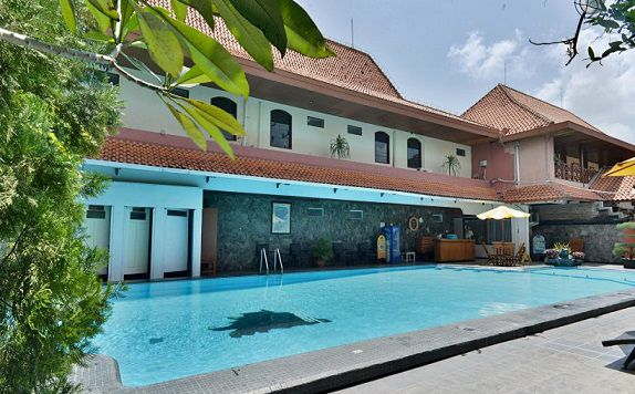 Swimming Pool di ZEN Rooms Jogja Cendrawasih