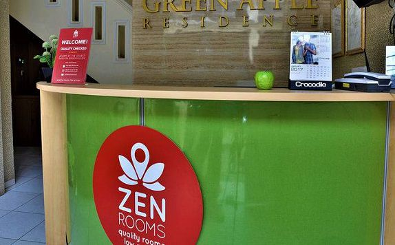 Resepsionis di ZEN Rooms Kampung Bali Tanah Abang (ZEN Rooms Green Apple)