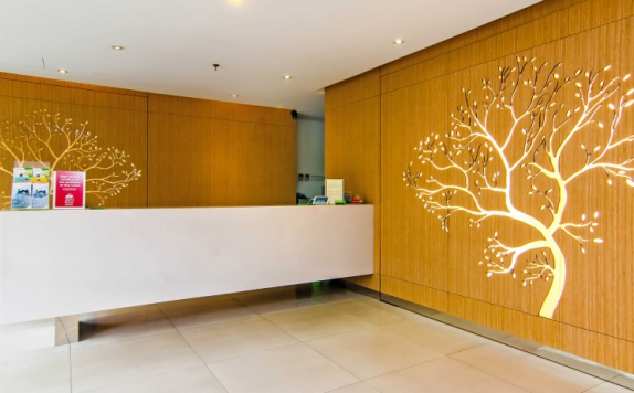 Receptionist di ZEN Rooms Pancoran
