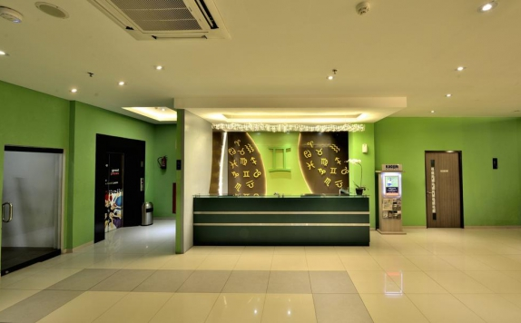 Receptionist di Zodiak MT Haryono