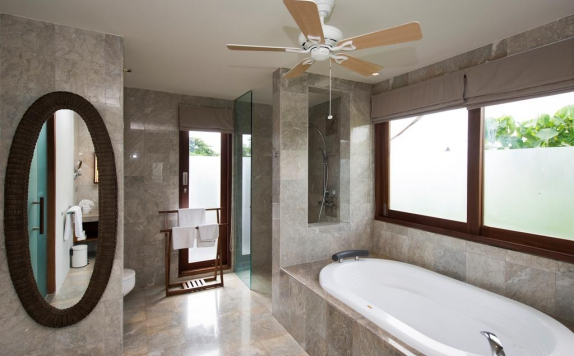Bathroom di Akara Villas