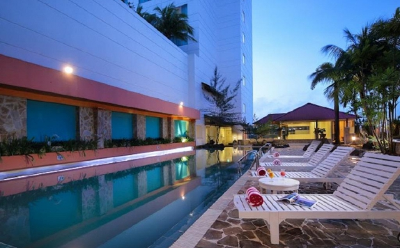 Swimming Pool di Allium Batam Hotel