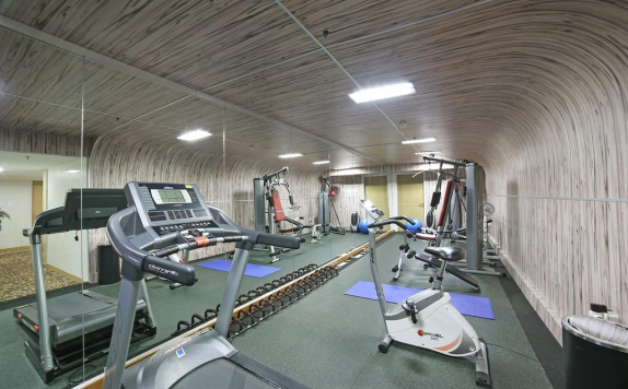 Gym center di All Sedayu Kelapa Gading Hotel