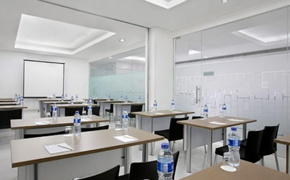 Meeting Room di Amaris Juanda