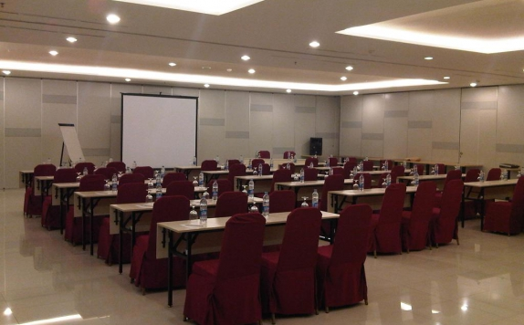 Meeting room di Amaris Mangga Dua Square