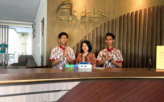 Receptionist di Andelir Convention Hotel