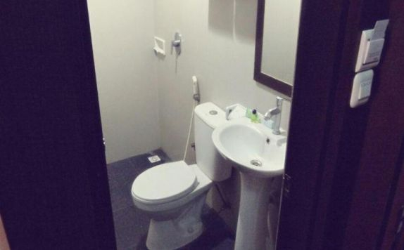 bathroom di Andika Hotel