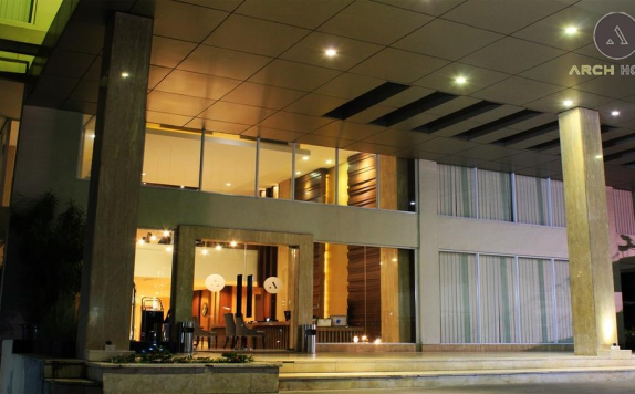 Front view di Arch Hotel