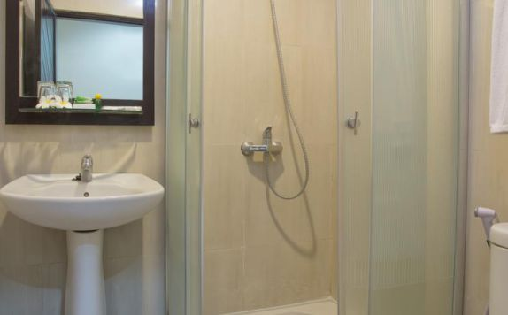 bathroom di ARUNA SENGGIGI RESORT & CONVENTION