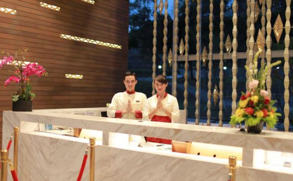 receptionist di ARUNA SENGGIGI RESORT & CONVENTION