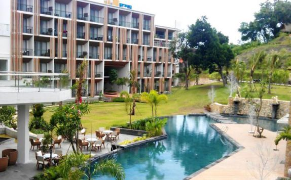 swimming pool di ARUNA SENGGIGI RESORT & CONVENTION