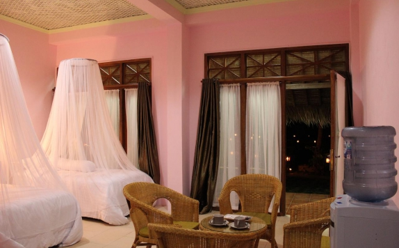 Guest room di Arys Lagoon Bungalow & Hotel