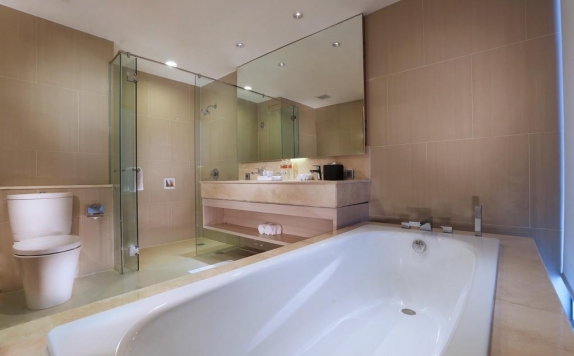 Bathroom di Aston Banua Hotel & Convention Center Banjarmasin