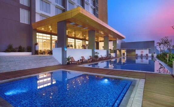Swimming pool di Aston Banua Hotel & Convention Center Banjarmasin