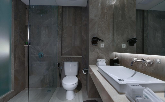 Bathroom di Aston Banyuwangi Hotel & Conference Center