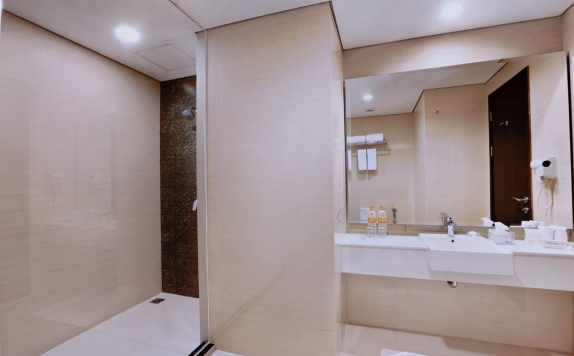 Bathroom di Aston Imperial Bekasi Hotel & Conference Center