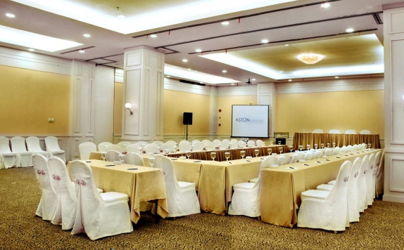 Ballroom di Aston Jayapura Hotel & Convention Center