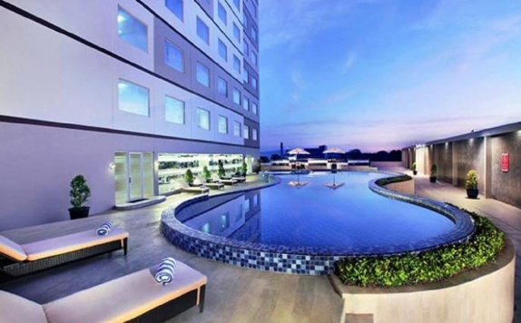 Swimming Pool di Aston Karimun City